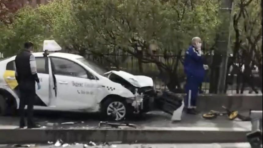 Водитель такси вцентре Петербурга сбил насмерть мать сдвумя детьми