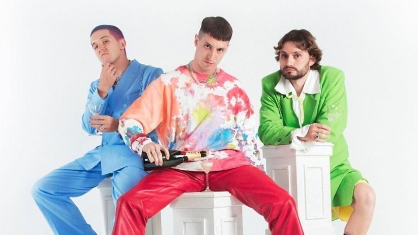 Группа «Хлеб» исполняет зажигательные хиты наVK Fest