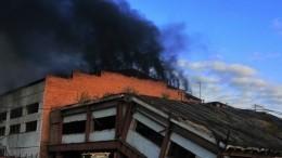 Крупный пожар охватил промышленное предприятие вИркутской области