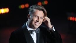 Максим Галкин спел гимн самоизоляции вобразе Бэтмена