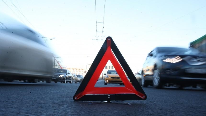 Легковой автомобиль влетел вавтобус навостоке Москвы