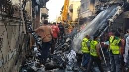 Младенец найден живым под завалами рухнувшего самолета вПакистане