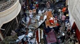 Момент крушения самолета вПакистане попал навидео
