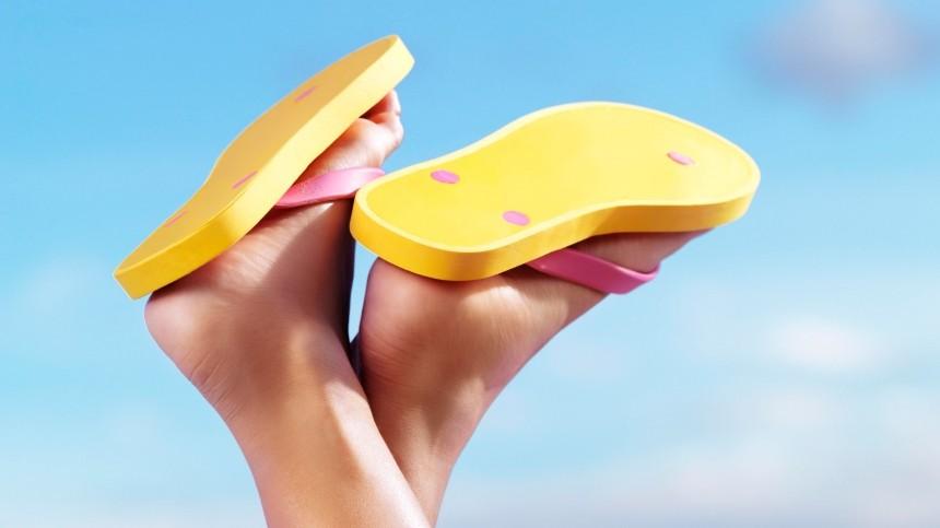 Коронавирус вернул вмоду «уродливые» сандалии