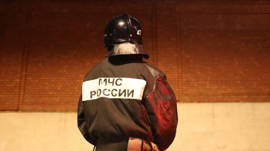 Кровля приемного покоя городской больницы полыхает вПриморском крае