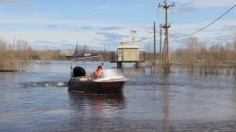 Паводок смыл автомобиль слюдьми сдороги вАрхангельской области