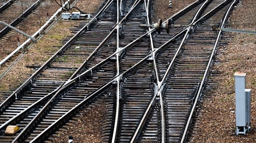 Вагон пассажирского поезда, направлявшегося изЧелябинска воВладивосток, сошел срельсов