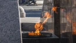 «Захотелось чего-то необычного»— подруга пожарившего шашлык наВечном огне