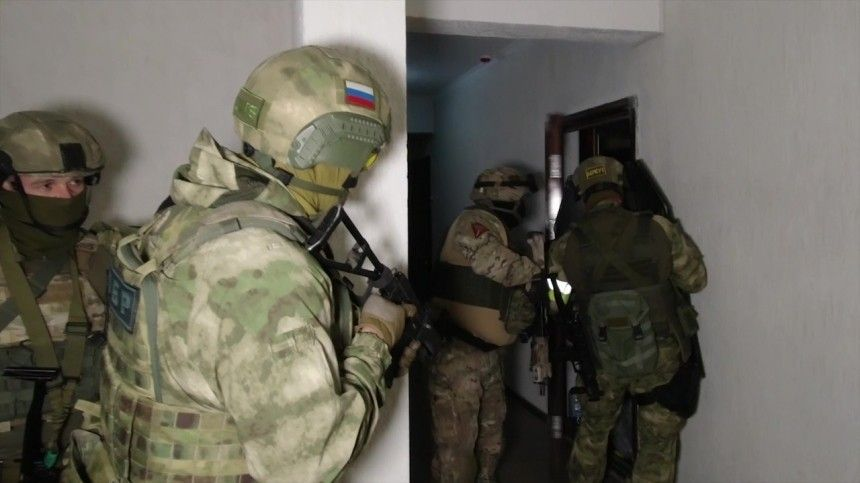 ФСБ изъяла уподпольных оружейников «Винторезы» иновейшие АК-12— кадры спецоперации