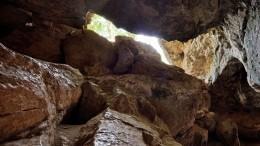 Пещеру глубиной 100 метров обнаружили навершине Ай-Петри вКрыму