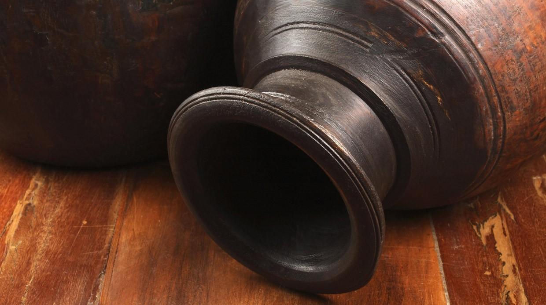 Лайфхак: Как быстро отмыть вазу сузким горлышком— видео