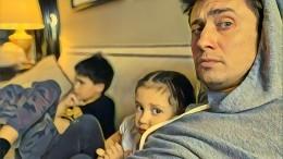 «Короче, унас пополнение»: Прилучный рассказал онеобычном подарке для детей