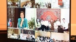 Путин поговорил смногодетными семьями, награжденными орденом «Родительская слава»