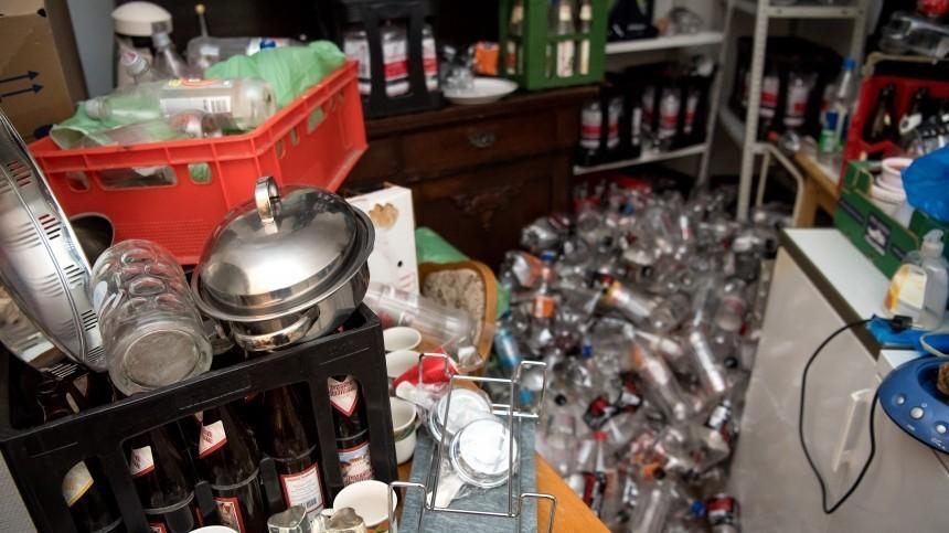 Под Екатеринбургом девочка пять лет прожила вквартире-помойке уопекунши