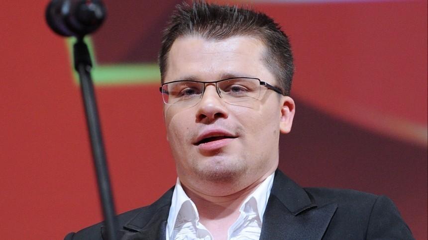 Гарик Харламов показал пародию нашоу Ларисы Гузеевой «Давай поженимся!»