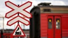 Фото: Отец сдвухлетней дочкой наруках попал под поезд вМосковской области (18+)