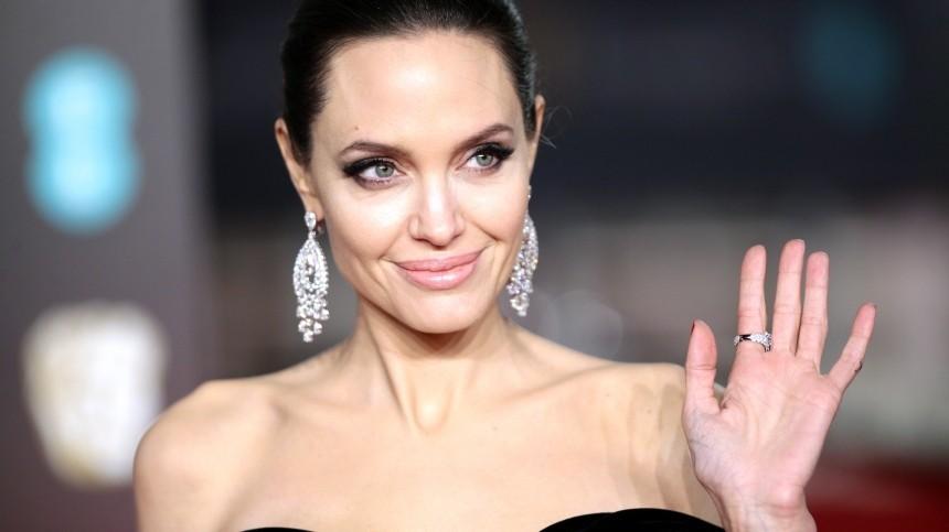 ТОП-10 невероятных ималоизвестных фактов обАнджелине Джоли