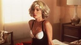 Где твоя краса? —«Икону» 90-х Лару Флинн Бойл поймали вобъектив напрогулке