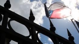 Чехия объявила двух сотрудников посольства России персонами нон гранта