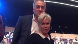 Коллеги изрители пытаются поддержать потерявшего супругу Андрея Норкина