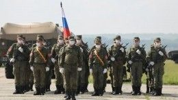 Военные репетируют Парад Победы вмасках исувеличенными дистанциями