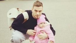 Муж Кудрявцевой показал годовалую дочь соссадинами налбу— видео