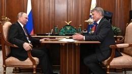 Глава Сбербанка навстрече сПутиным дал положительный прогноз навосстановление экономики РФ