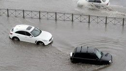 Первый летний ливень затопил Санкт-Петербург— видео