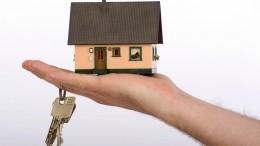 Неравнодушные люди подарили одинокому дедушке дом