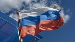 Путин поздравил соотечественников сДнем России ивручил золотые звезды Героям Труда