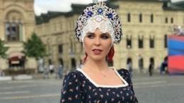 «Русская красавица»: Пелагея вкокошнике станцевала наКрасной площади