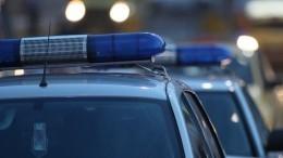 Мужчина, угрожая продавцу гранатой, похитил 3 тысячи рублей— видео ограбления