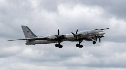 Видео сопровождения ракетоносцев России истребителями F-22 ВВС США