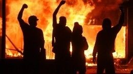 Ты— мне, я— тебе: участники протестов вСША используют памятники для диалога