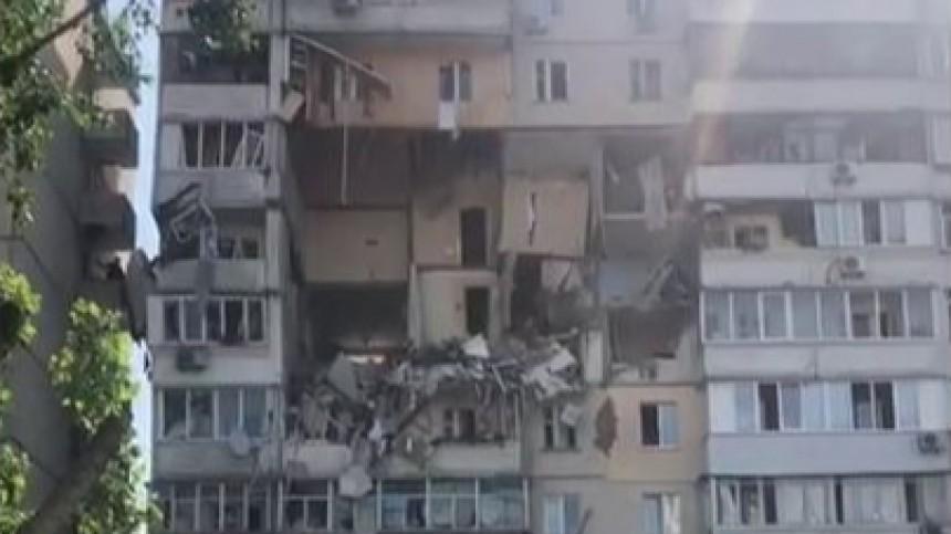 Взрыв разрушил четыре этажа многоэтажки вКиеве