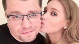 «Неради хайпа»: Кузя из«Универа» прокомментировал новость оразводе Харламова иАсмус