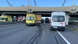 Крупное ДТП наКАД: КАМАЗ протаранил пробку вПетербурге