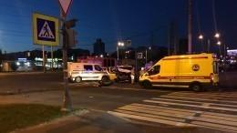Инкассаторская машина протаранила авто каршеринга вПетербурге— видео