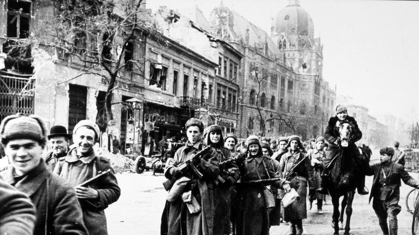 Глава МИД Венгрии: «Избежать войны— вот наша главная обязанность набудущее»