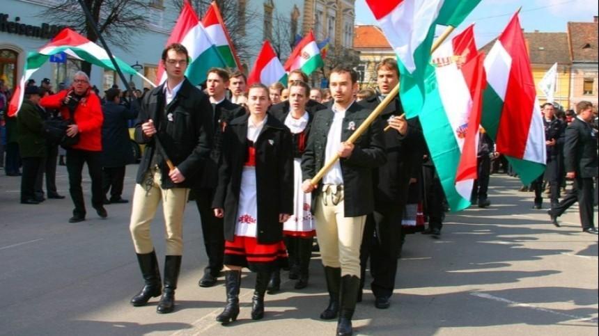 «Чувствительная тема»: Петер Сийярто особлюдении языковых прав венгров наУкраине