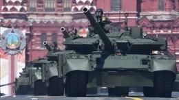 Видео: фрагмент трансляции Парада Победы сзалетом камеры вдуло танка