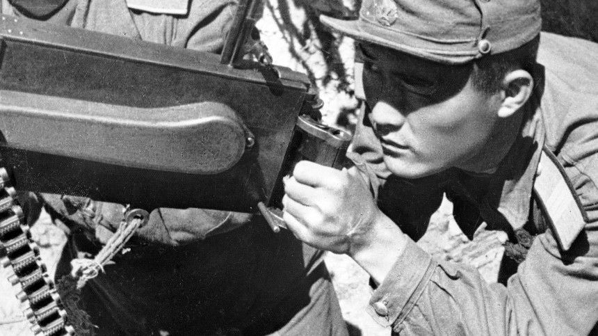 Внебе ЛиСиЦын: Советские летчики исоветники наКорейской войне