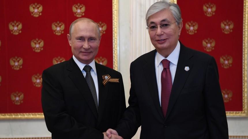 Президент Казахстана оказался единственным, скем Путин побеседовал доПарада Победы