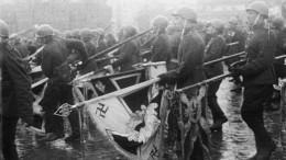 Список немецких знамен иштандартов, брошенных кмавзолею 24июня 1945 года
