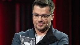 «Просто разводимся ивсе»: Харламов опроверг заявление ведущего шоу орозыгрыше