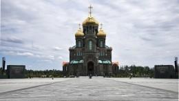 «Сила, талант ивера»: Эмир Кустурица оглавном храме Вооруженных сил РФ
