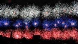 Праздничные салюты вчесть 75-летия Победы прогремели повсей стране