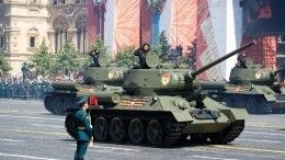 Легендарный Т-34 возглавил Парад Победы вПетербурге