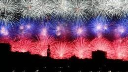 Десять тысяч фейерверков запустили вМоскве вовремя праздничного салюта
