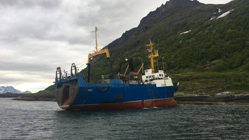 Российский траулер сел намель уберегов Норвегии
